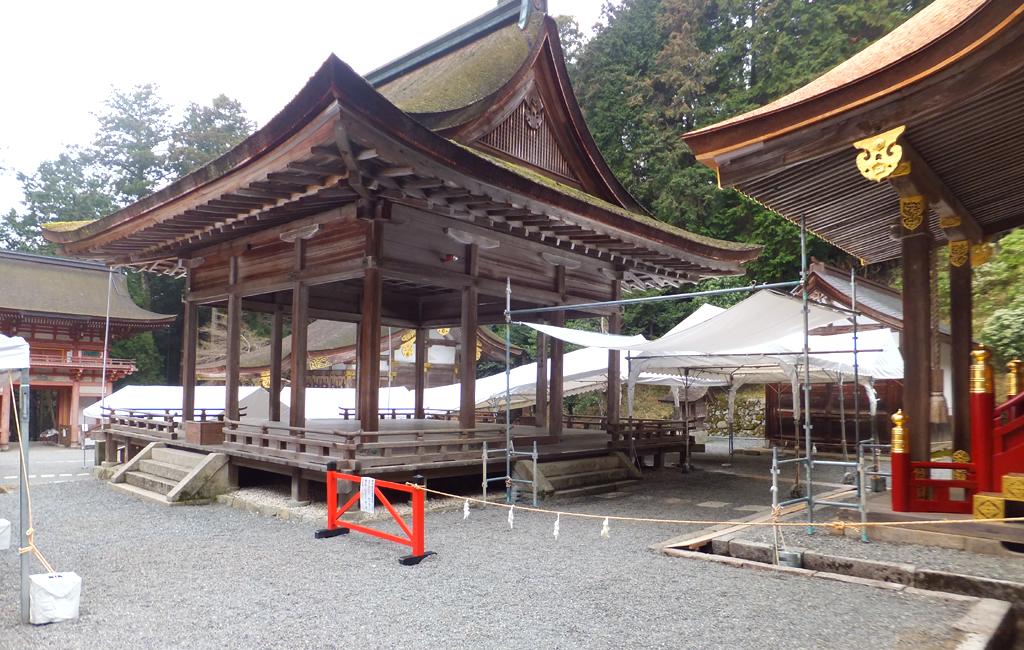 日吉大社東本宮の遷宮テントを設営